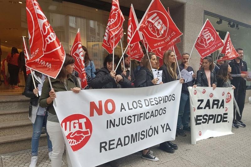 UGT se ha concentrado ayer viernes en Santiago contra ZARA y sus políticas ilegales